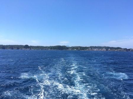 新島から式根島.jpg